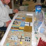 allieva al corso di mosaico industriale
