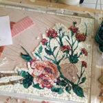mosaico floreale con tessere industriali