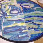tavolo tondo a mosaico industriale