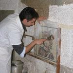 allievo al corso mosaico romano