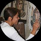 Cinzia allieva del corso di mosaico romano