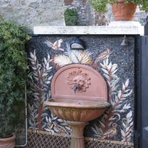 mosaico moderno fontana giardino