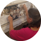 Susanna allieva del corso di mosaico romano